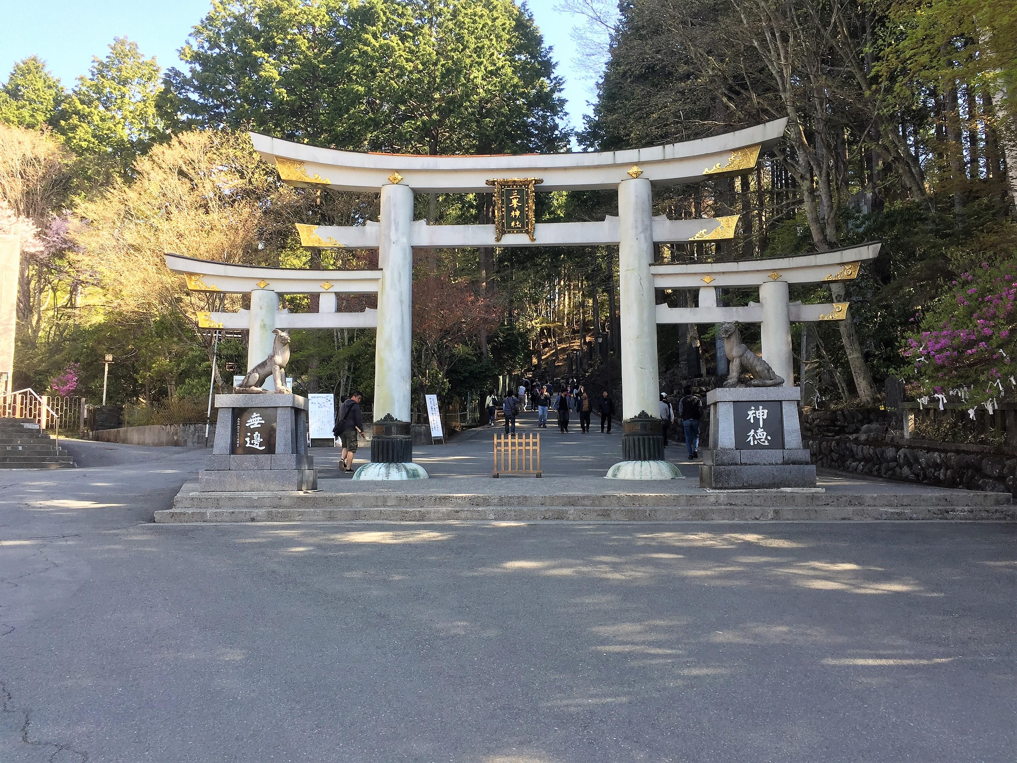 パワースポット三峰神社の裏のお札と呼ばれているものの正体